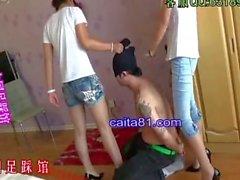 chino femdom pisotear alto del talón