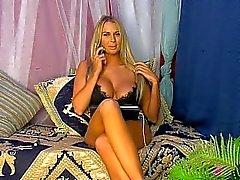 gros - boobs taquiner le téléphone girl du pied - fétiche de blonde tease