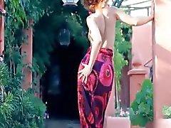 dansen strippen brunette buiten