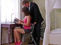 pari teini-ikäinen ruskeaverikkö luiseva venäläinen