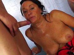 anal gros seins pipe brunette
