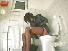 solista ragazza masturbazione masturbazione vaginale toilette