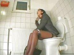 solo chica masturbación masturbación vaginal inodoro