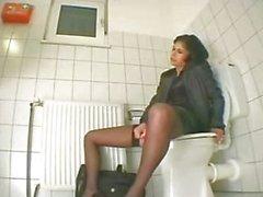 соло девушки мастурбация вагинальная мастурбация туалет