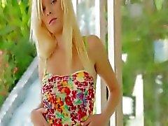 blond dildo groot masturbatie tiener
