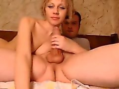 Amateur babe Sucking on a Fat cock on Webcam