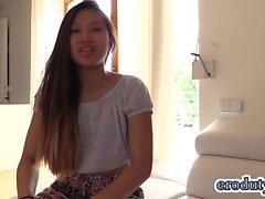 asiatique masturbation petits seins solo étudiant