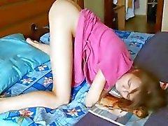 подросток наблюдающий брюнетка мастурбация игрушки