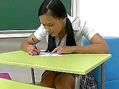 klas naakte schoolmeisjes schoolmeisje poesje schooluniform schoolmeisje outfit