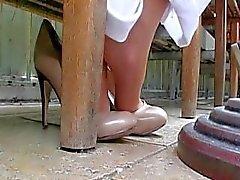 ilginçlik dürüst - shoeplay ayaklar tabanlar topuk