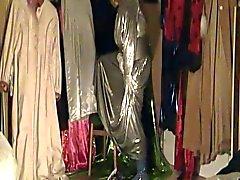 Franzi im Silberoutfit und Satinkimono