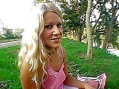 pijpbeurt naakte meisjes publiek publieke naaktheid