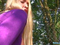 blondiner tonåringar stora bröst