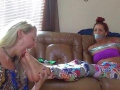 lesbo jalat orjuudessa omituisuus milf lesbo jalka palvonta jalka palvonta köniinsä jalka jalka