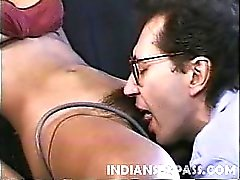 brunette poilu indien