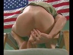 homo ryhmäseksiä pukukoppi sotilaallinen