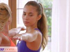 fitnessrooms 3some creampies hikisiä sukupuolta olevien henkilöiden jooga