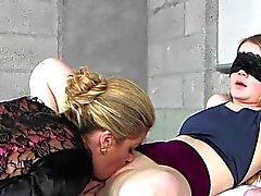 blondin fingersättning lesbisk slicka