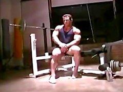 oink musclebull soolo - male kuntosali