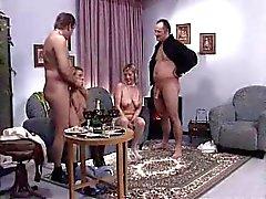 alemão peitos grandes sexo em grupo seios pequenos