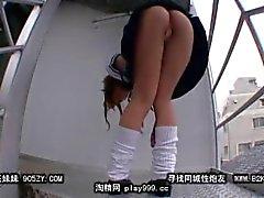 escada minissaia salto alto