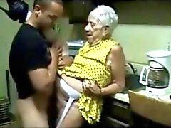 amateur grannies rijpt oude jonge spuitende