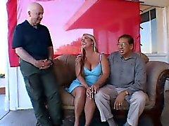 большие сиськи блондинка групповуха летний молодой тройка