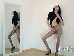 amateur bébé brunette fille taquineries