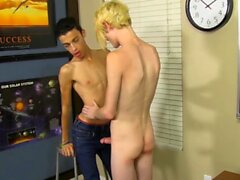 Sexy twink Dustin Cooper pounded hard after sucking big cock