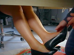Secretary make mega hot footjob in the office