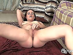 amateur brunette flexible hd masturbation