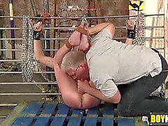 homosexuell bdsm blowjobs gähnend