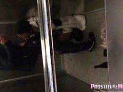 Развел в лифте секс — 7