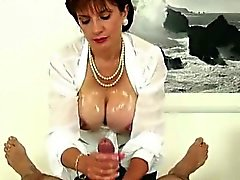 big boobs brünett handjob reifen