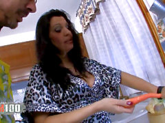 Spanish mature bi-atch fucked in the culo with vegetables and supreme cock
