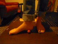 Девушка раздавила член ногой — img 2