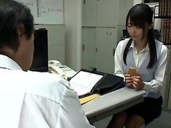 Японку жестко наказывает шеф