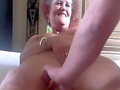Mature pussy still has an orgasm