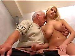большегрудая брюнетка и старик порно переключатели