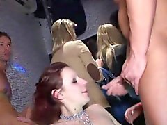blondine blowjob brünett gruppen-sex