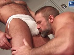 Sweat: Jesse Jackman & Dirk Caber - Ass fucking in the locker room